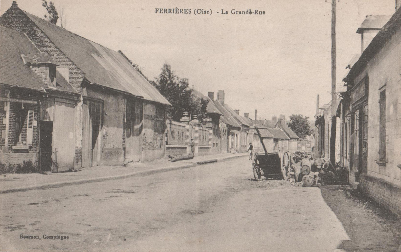 La Grande rue - aujourd'hui rue Placide Navarre (collection particulière)
