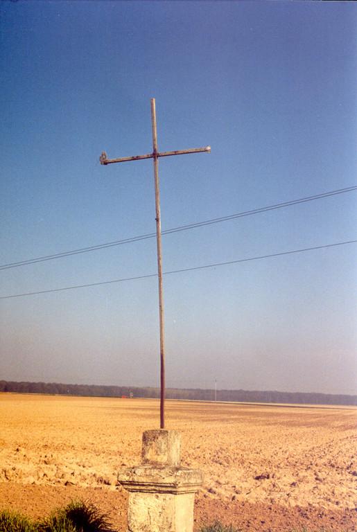 """Croix des ramoneurs au lieu-dit """"Crox de Coivrel"""" (ph AdB 2000)"""
