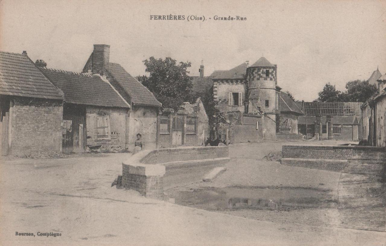 Grande Rue - au fond la ferme de la Tour (collection particulière)