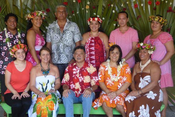 L'équipe des enseignants et non-enseignants de l'école primaire de Sainte Anne et le directeur de l'école