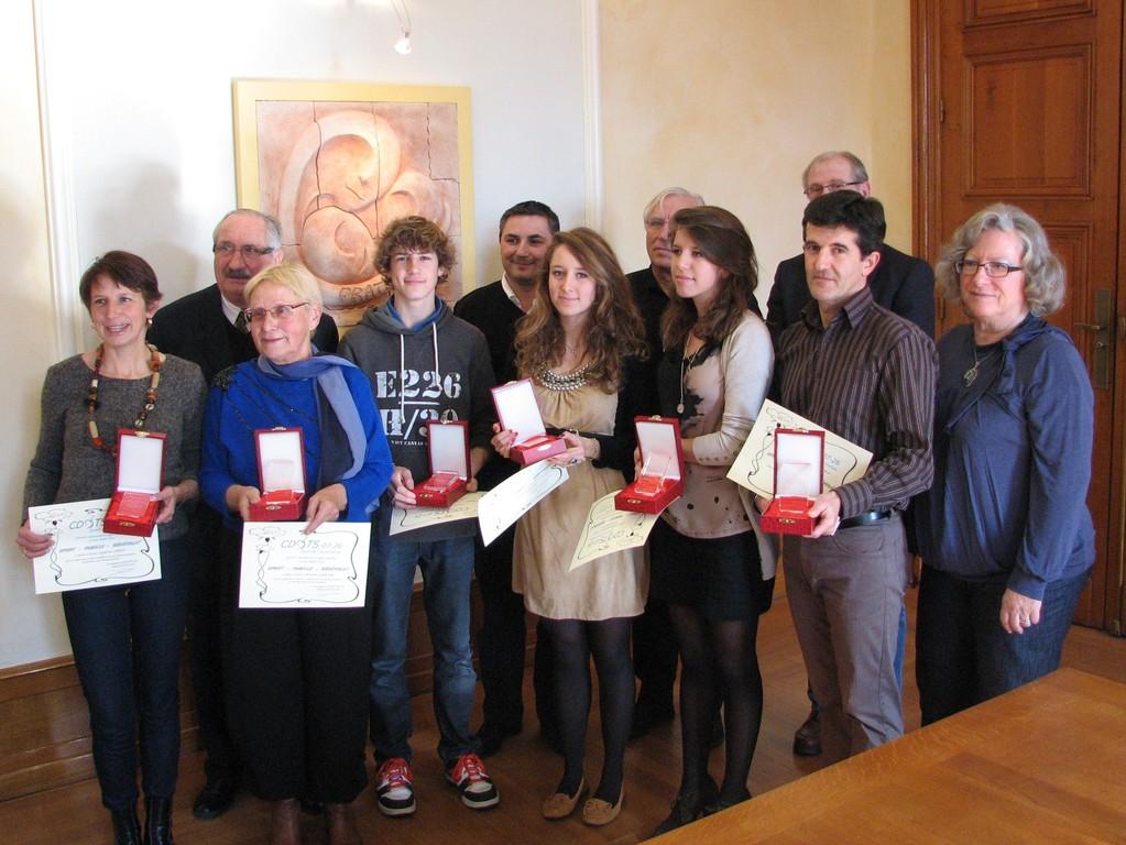 Remise du premier trophée SPORT-FAMILLE-BENEVOLAT à la famille Corgier-Sahuc.