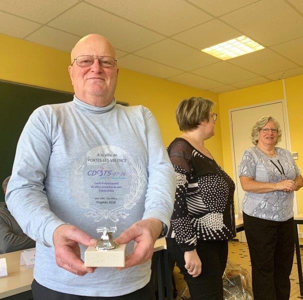 Remise du Trophée UV-UO par Robert