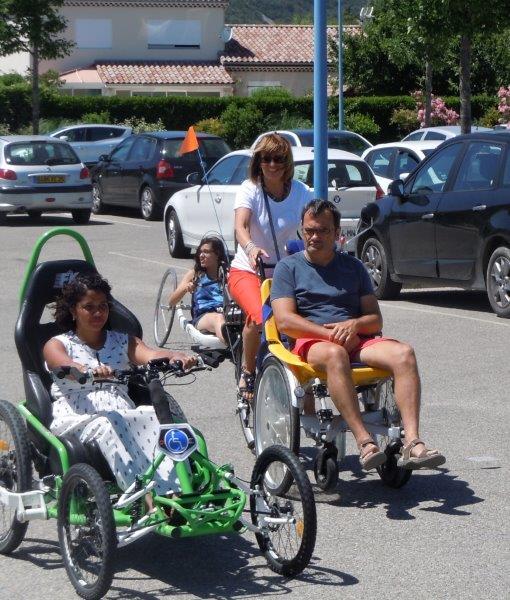 Le Vélo pousse conduit par Ginette
