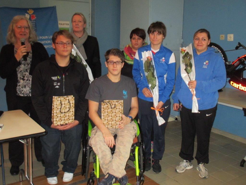 Les sportifs Julien, Enzo, Aurélie et les intervenants Catherine, Karine et Célia mis à l'honneur par le CDOTS 07-26