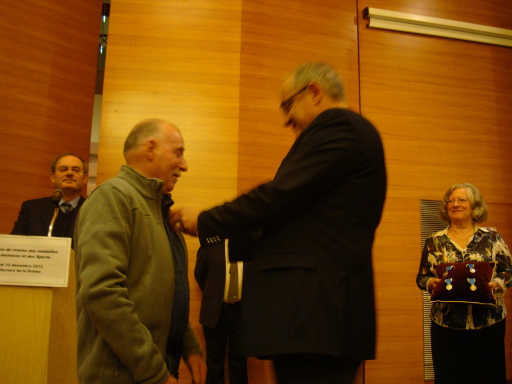 Pierre Pallesi reçoit la médaille d'argent de la Jeunesse et des sports