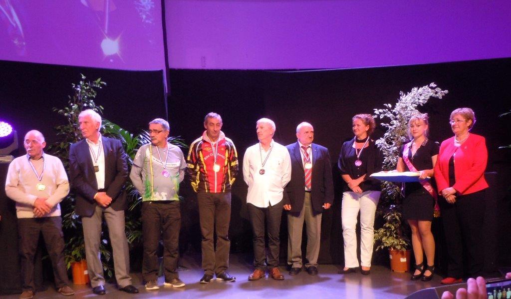 Dirigeants P.Pallesi, C.Chapuis, F.Girard,J.Jouve, JM.Treuil,A.Juillian,S.Buisson, Miss PLV