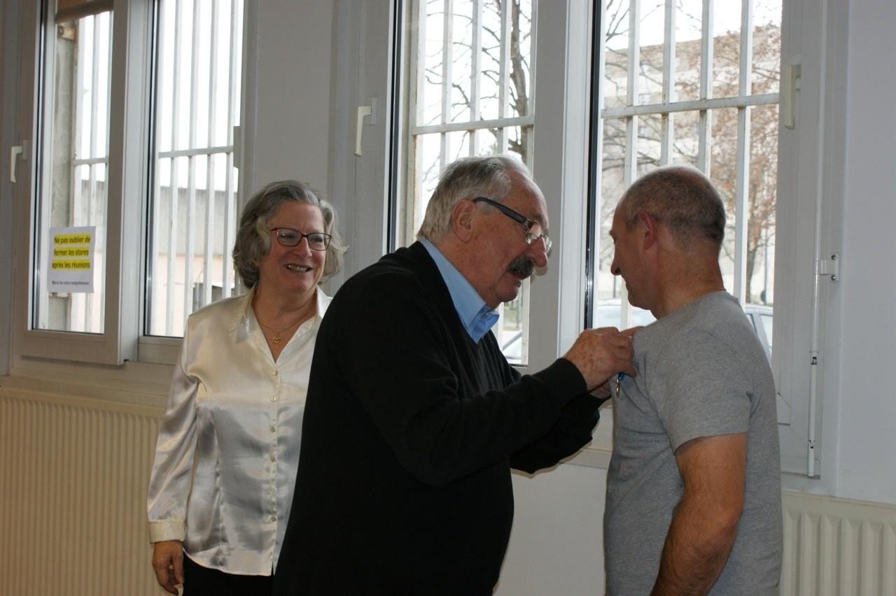 Valence Jean-Marc Abattu remet la médaille de bronze à Florent Monzonis