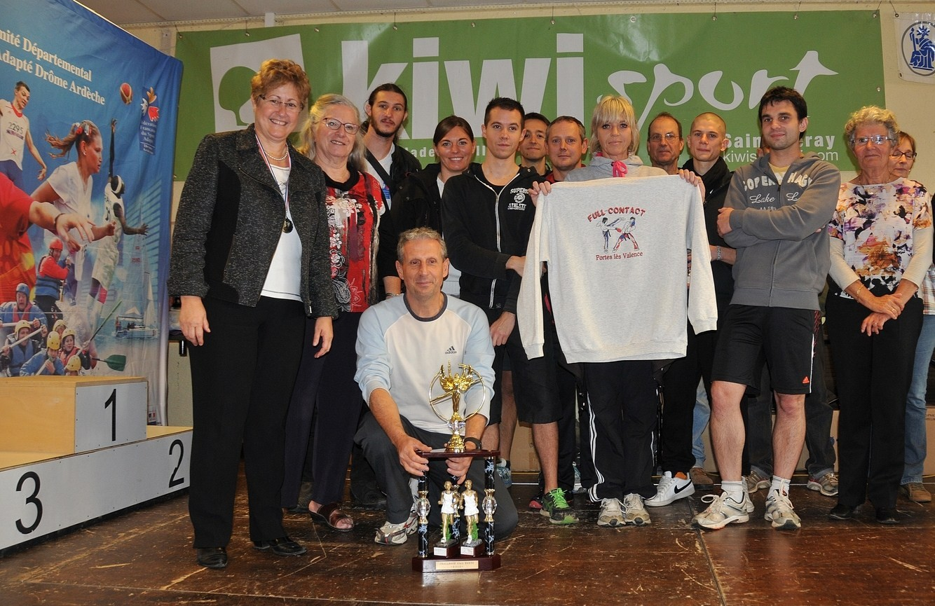 MMe MJ.Faure, G.Girard et Y.Saint-Clair avec les lauréats du Challenge A.Hartz 2014-Association-Sport et Loisirs de Portes-lès-Valence