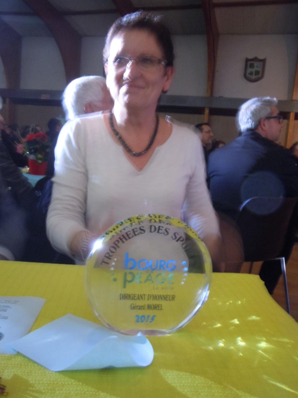 Trophée dirigeant au Président Gérard MOREL de l'OSCP remis à Marie-Laure