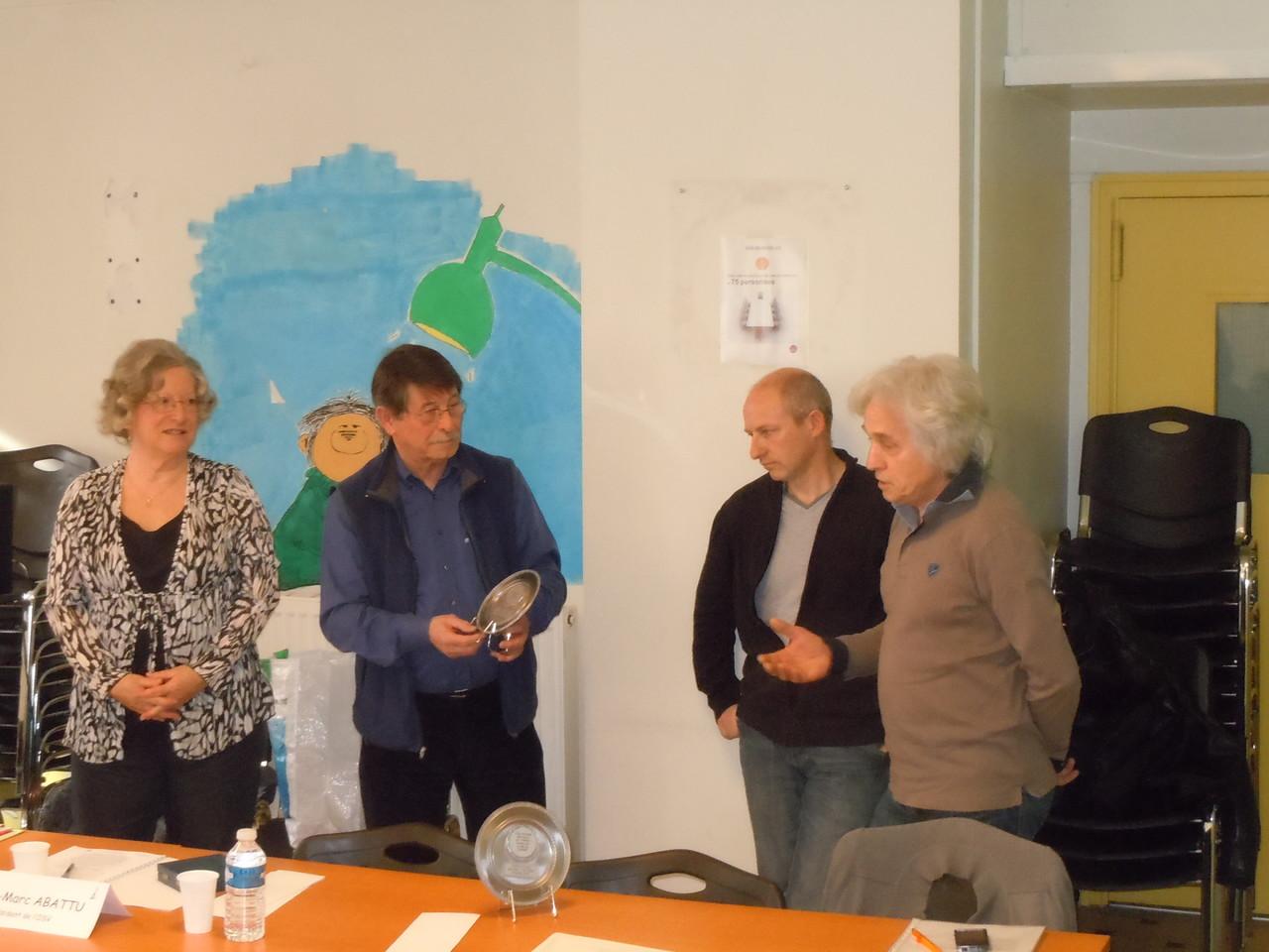 Remise par Max Gay Trophée à la ville de Chabeuil représenté par M. Joux