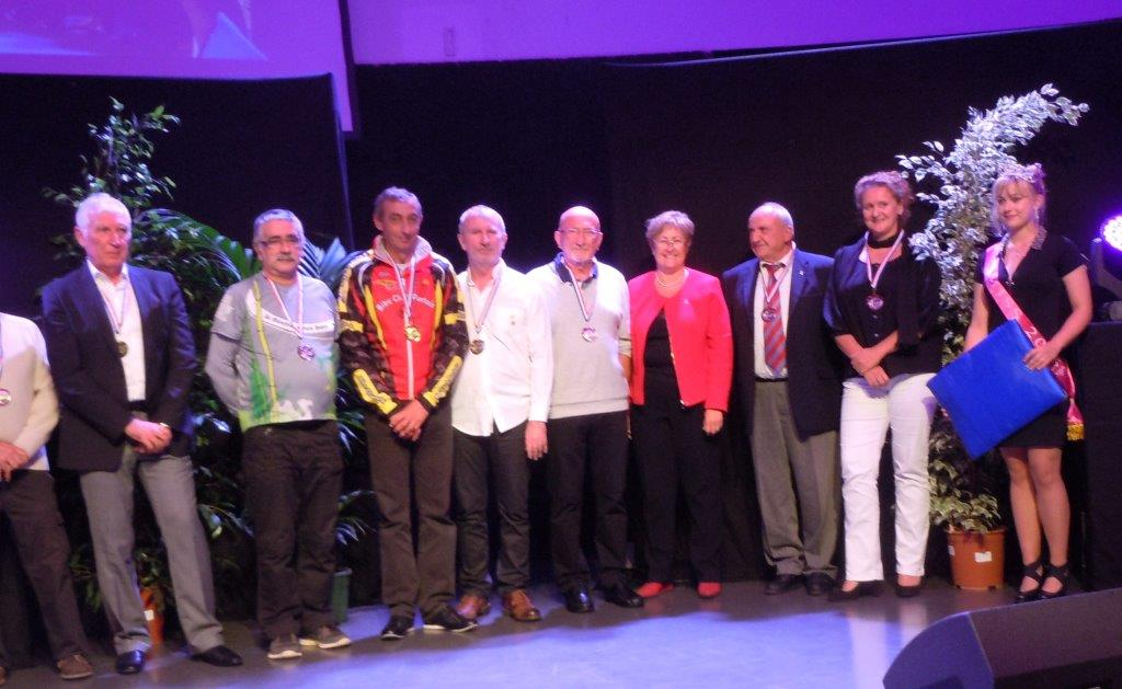 Les médailles des dirigeant avec Mme le Maire de PLV brillent