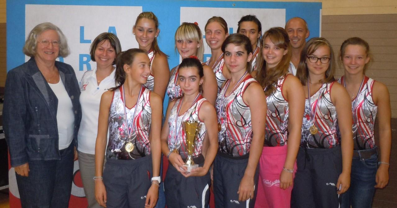 Equipe féminine de gymnastique récompensée aux Trophées du Sport Drômois à Nyons 13-09-2013 avec Mme Saint-Clair