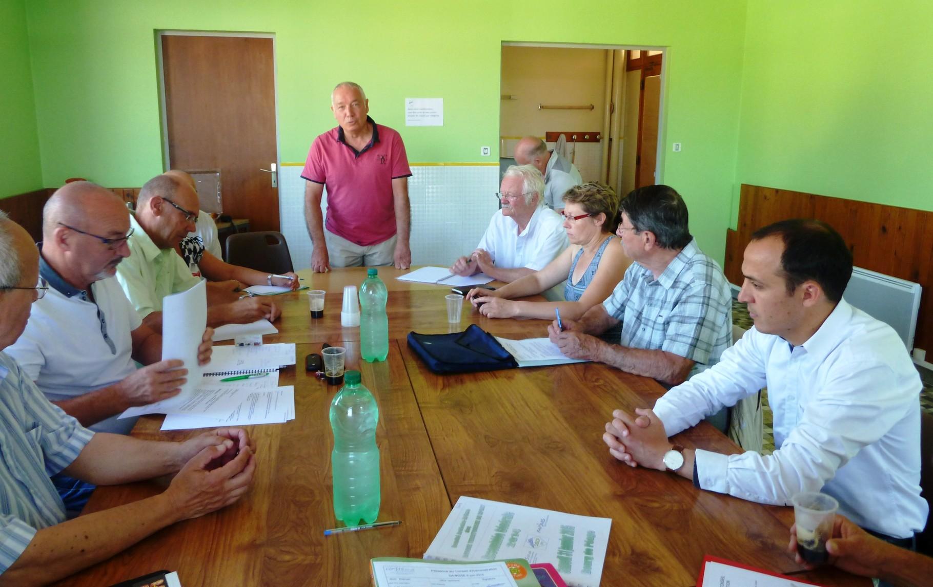 Les membres du  CA du CDOTS à l'écoute de l'allocution de bienvenue de R.Plunian