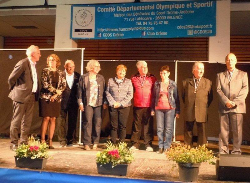 Dirigeants de l'OML de Loriol et du Comité 26MJSEA avec JP Macak, Mme Chazal et Y.Saint-Clair
