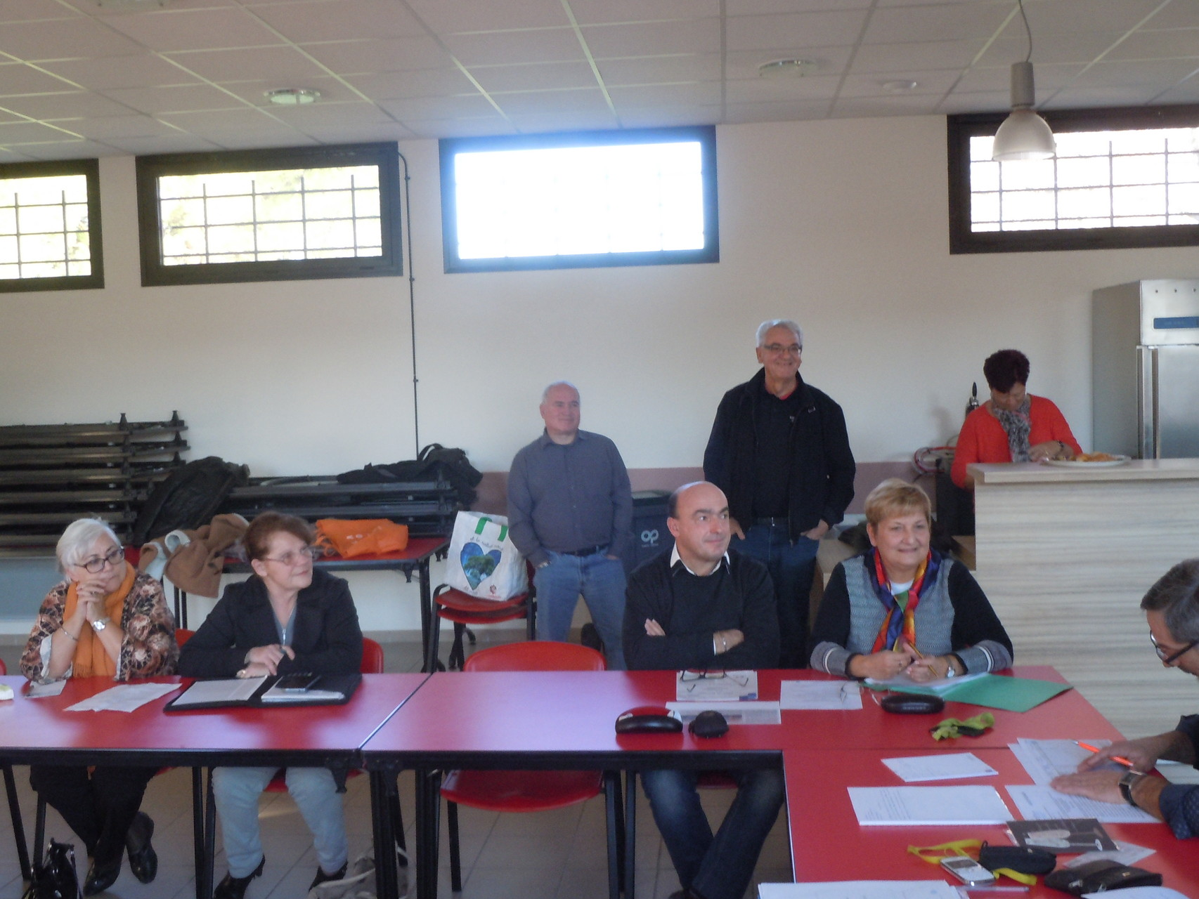 assis-Marie-Thérèse,Anne-Marie,Daniel et Françoise, debout les membres de l'OMLoriolais -