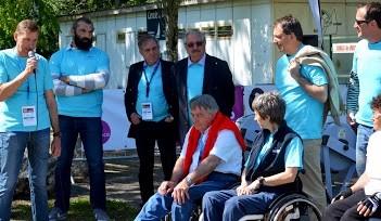 Photo prise à l'Epervière avec des  élus et le Parrain Sébastien Chabal.