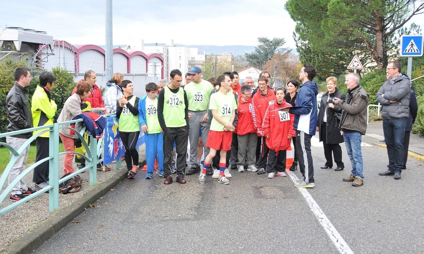 Sport-Adapté préparation au départ  de la D3 pour le Cross départemental.