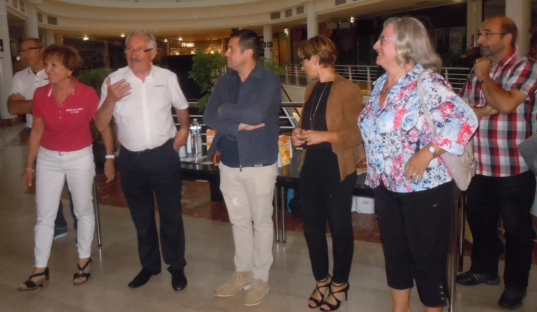 Remerciements de JM ABATTU Président de l'OSValence  Présents sur la photo : M. Michel DORNE,  M. JM ABATTU Mme J. CHAMPELOVIER,  M. Renaud POUTOT,  Mme Habert, Mme Y.SAINT-CLAIR, M. Jean-Didier MAZZUCA