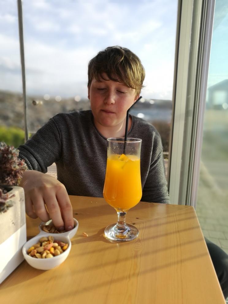 Begrüssungsdrink für den Jong: frischer Orangensaft!