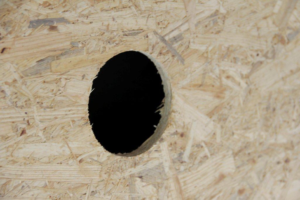 Bohrloch mit 121mm Durchmesser in OSB Platte