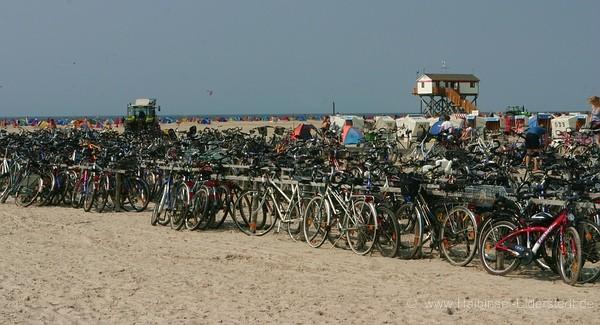 Mit dem Fahrrad zum Strand