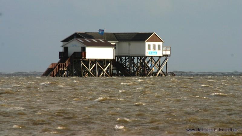 Seekiste bei leichter Sturmflut