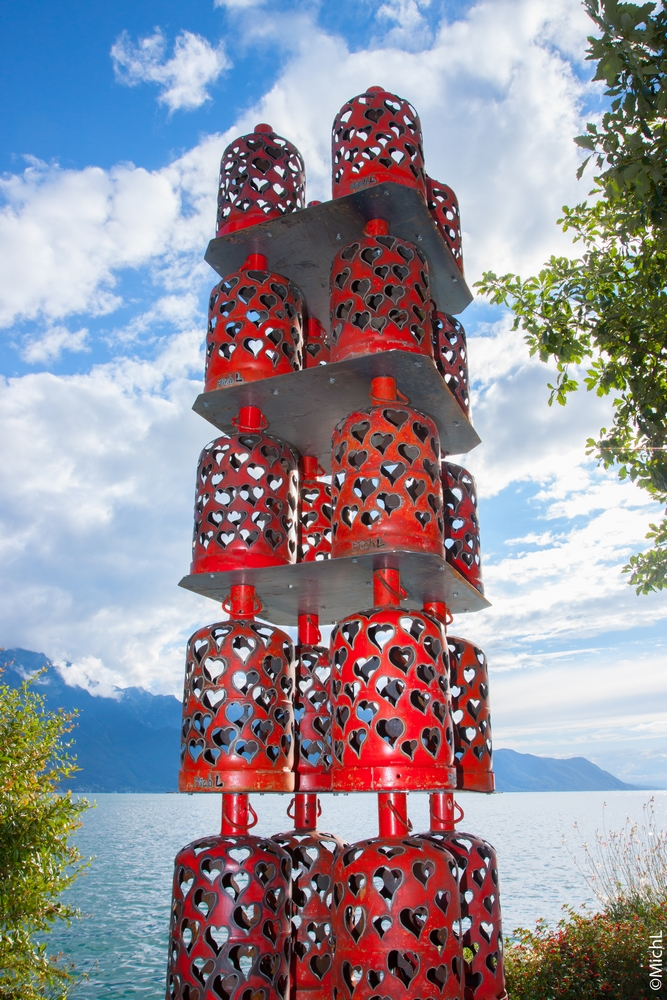 """""""Love is all"""". 75 x 75 x 335 cm. Réalisé pour l'exposition """"Biennale de Montreux 2017""""  /  © Michel LAURENT / MichL"""