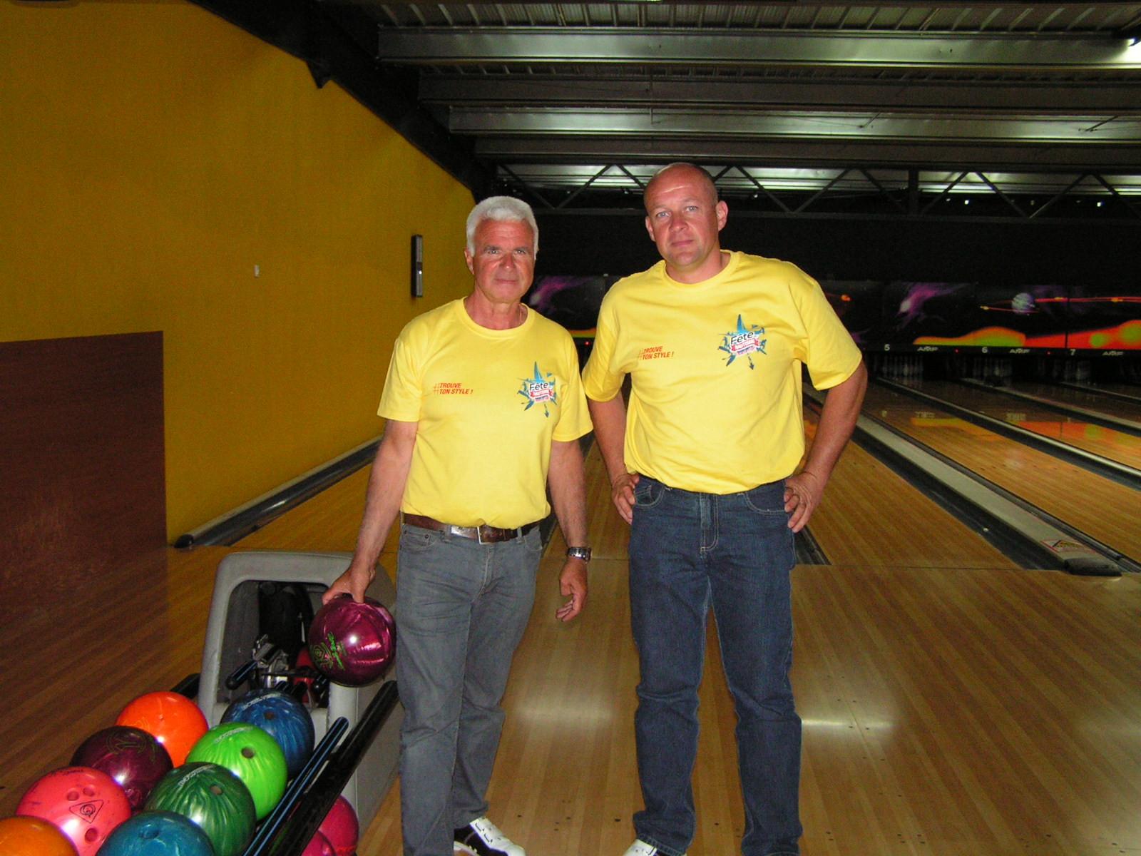Fabrice et Christophe au bowling.