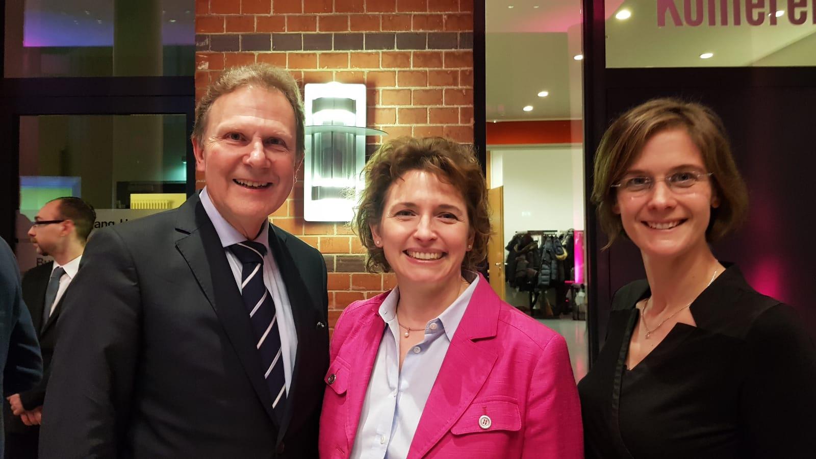 Mit dem Bonner Kandidaten Conrads-Hassel und Nicola Beer auf dem Presseabend im Genscherhaus