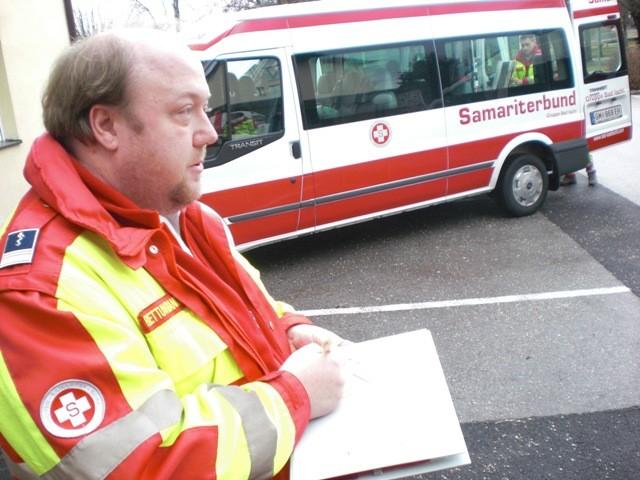 Dienststellenleiter Mag. Koller hat den Überblick und dokumentiert die Vorgänge.