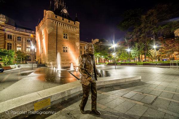 Statue bronze de Claude Nougaro, à Toulouse, sculpteur Langloÿs