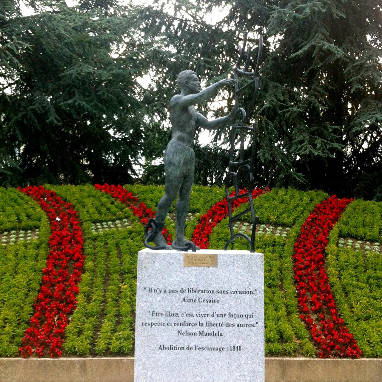 Sculpture en bronze La Liberté, à Goussainville, par Sébastien Langloÿs