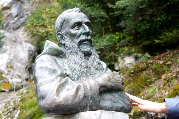 Buste en bronze de Père Marie-Antoine, à Lourdes, Sculpteur Langloÿs