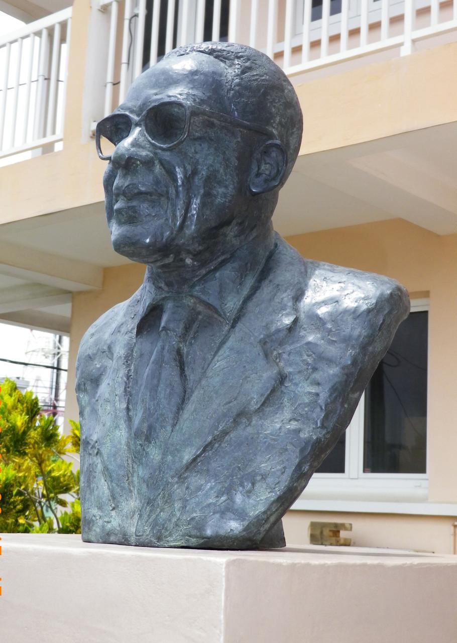 Buste d'Aimé Césaire, en Martinique, par Sébastien Langloÿs