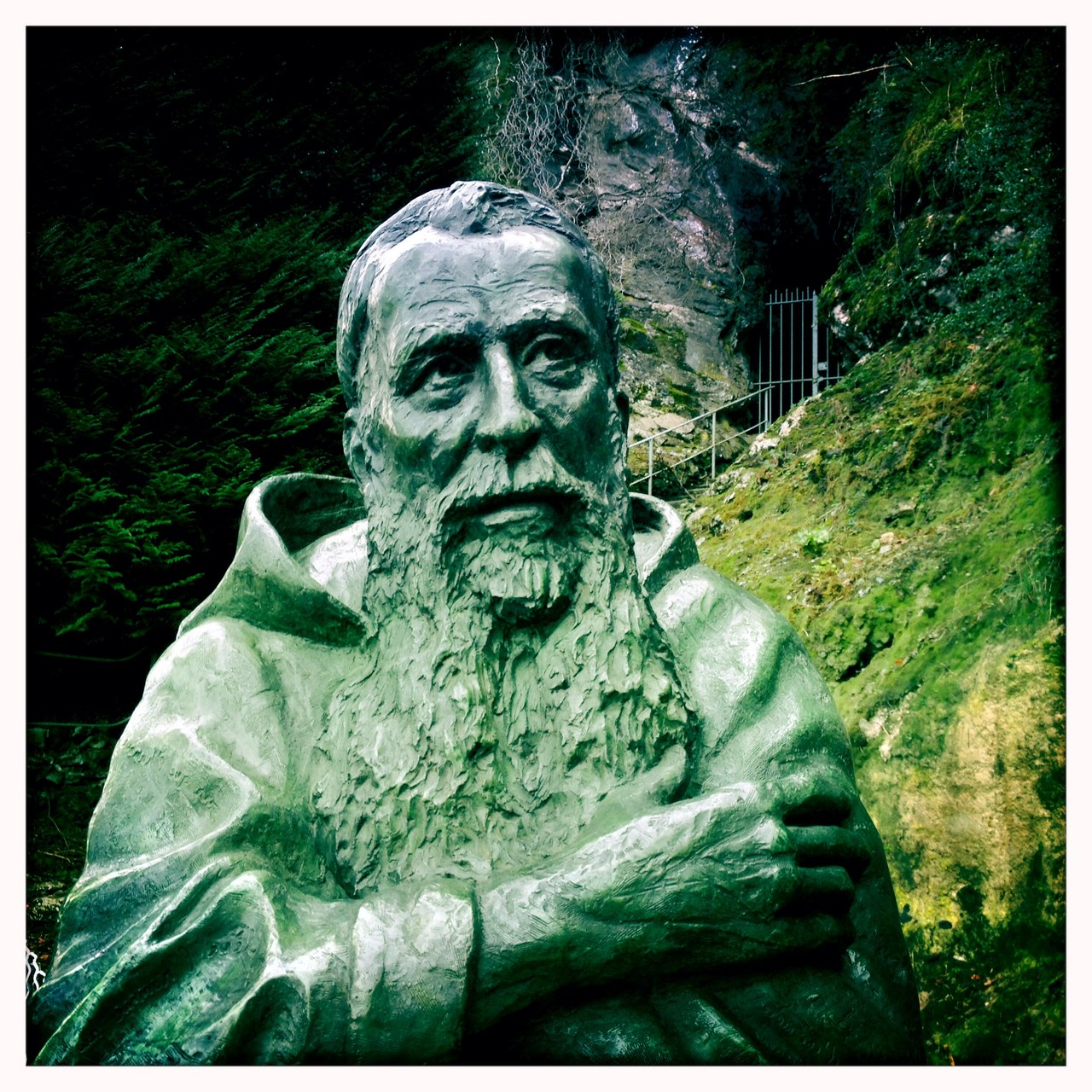 Buste en bronze du Père Marie-Antoine, à Lourdes, par Sébastien Langloÿs