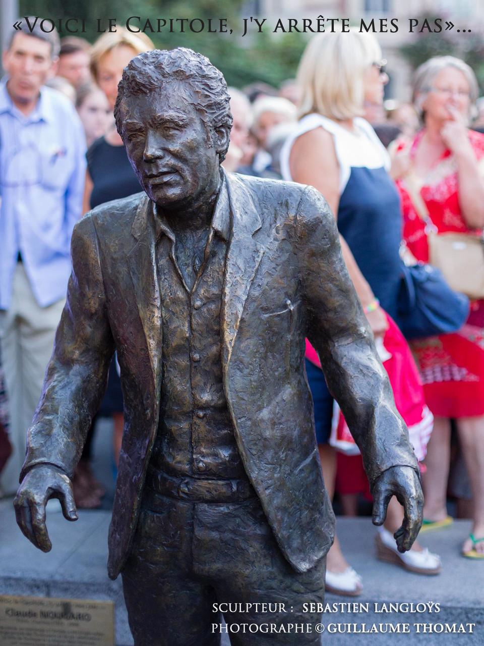 Statue en pied de Claude Nougaro, à Toulouse,  par Sébastien Langloÿs