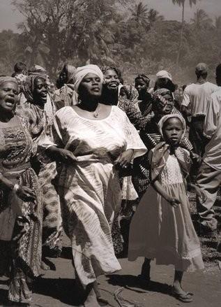 Mwoaka Kogwa by ©Isabelle Dethier