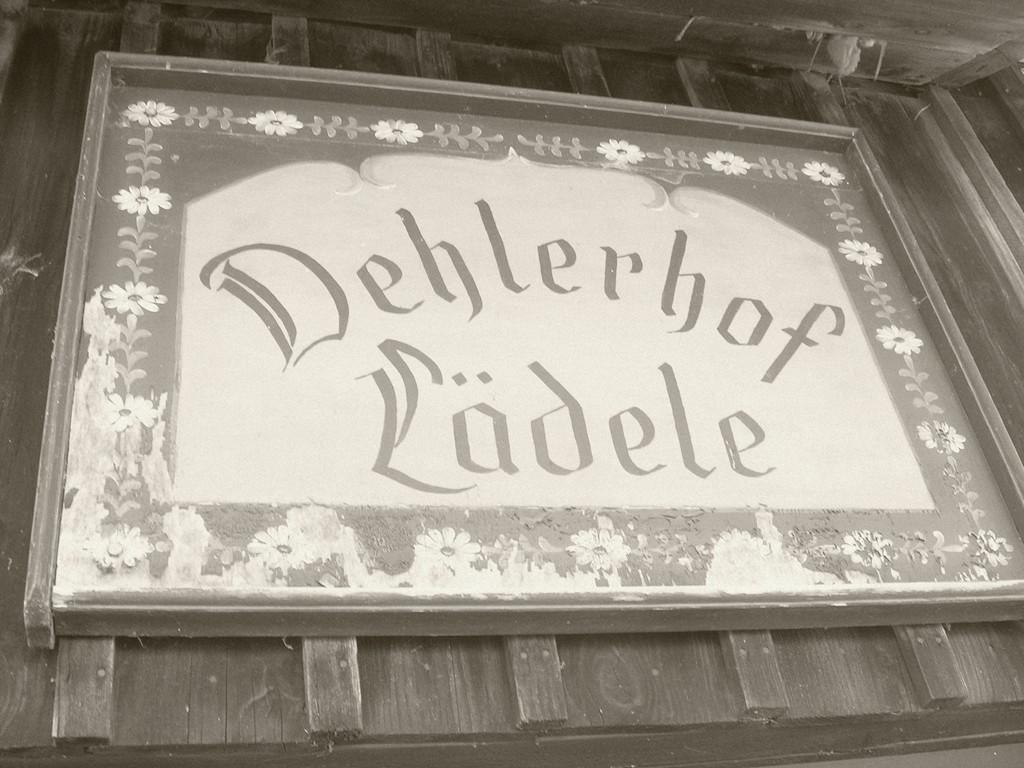 """1988  Eröffnung des """"Dehlerhof-Lädele"""" auf dem gleichnamigen Hof unserer Familie – eine echte Pionierleistung. Es gab in der Region zu dieser Zeit noch keinen Hofladen."""