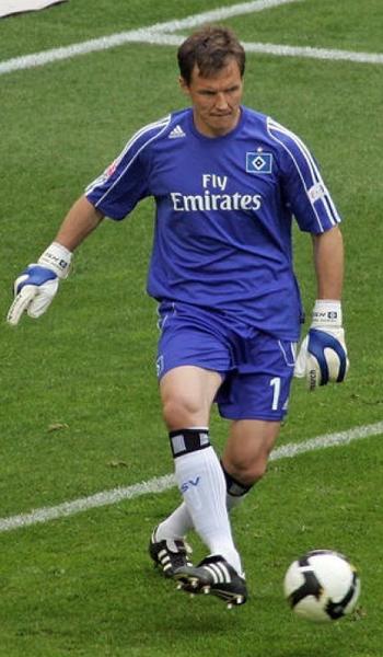 Sous le maillot du Hamburger SV.
