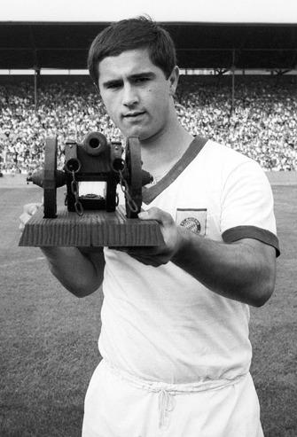 """""""Le Bombardier de la Nation""""... considéré encore aujourd'hui comme le meilleur attaquant qu'ai produit le football allemand !"""