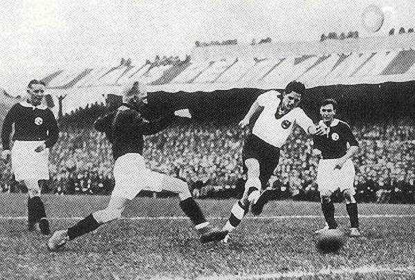Hohmann marque en 1933 contre la Norvège (Allemagne - Norvège 2-2).