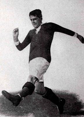 Gottfried Fuchs possède le meilleur ratio matchs joués / buts marqués en sélection nationale.