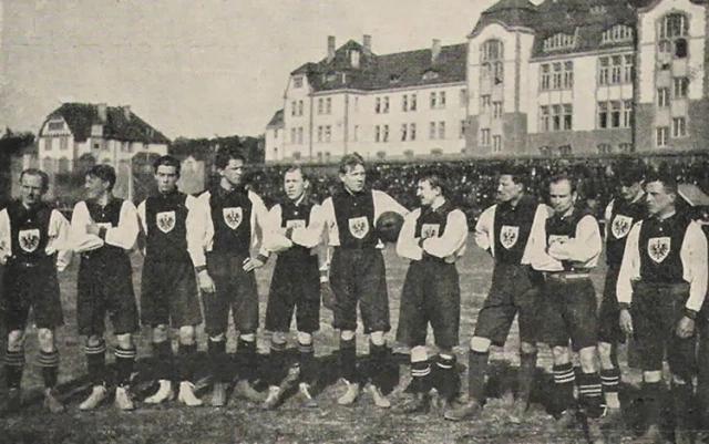 Le première équipe victorieuse.
