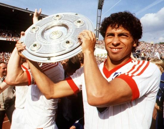 Triple champion de RFA avec le Hambourg SV.