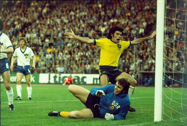 Lors de la Coupe du Monde FIFA 1974 contre l'Australie (victoire 2-0)