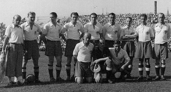 Le FC St. Pauli 2ème de l'Oberliga Nord en 1948-49 (Miller est le 4ème en haut depuis la droite)