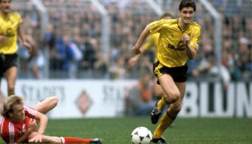 Capitaine du BVB dès 1989, il devient, par la suite...