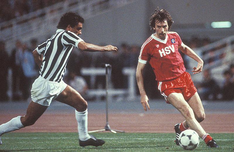 Face à Claudio Gentile (Juventus) lors de la finale de C1 remportée à Athènes en 1983 (1-0).