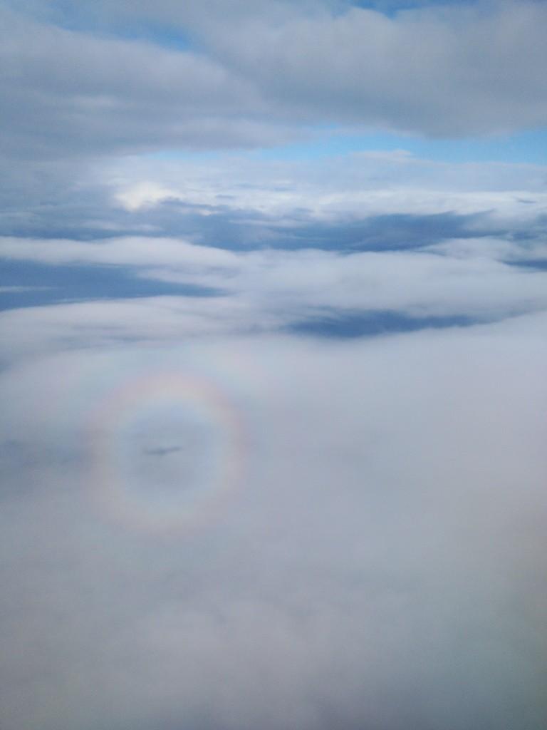 小松空港を離陸、すぐに雲の上に