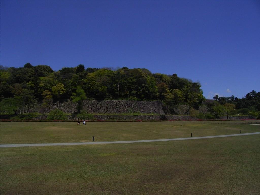 お気に入りの景色。しいの木迎賓館から眺める金沢城公園。石垣の上にある森が金沢城の本丸があったところ。物園になっている。